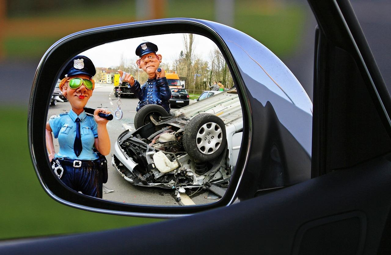 שוטר במקום התאונה