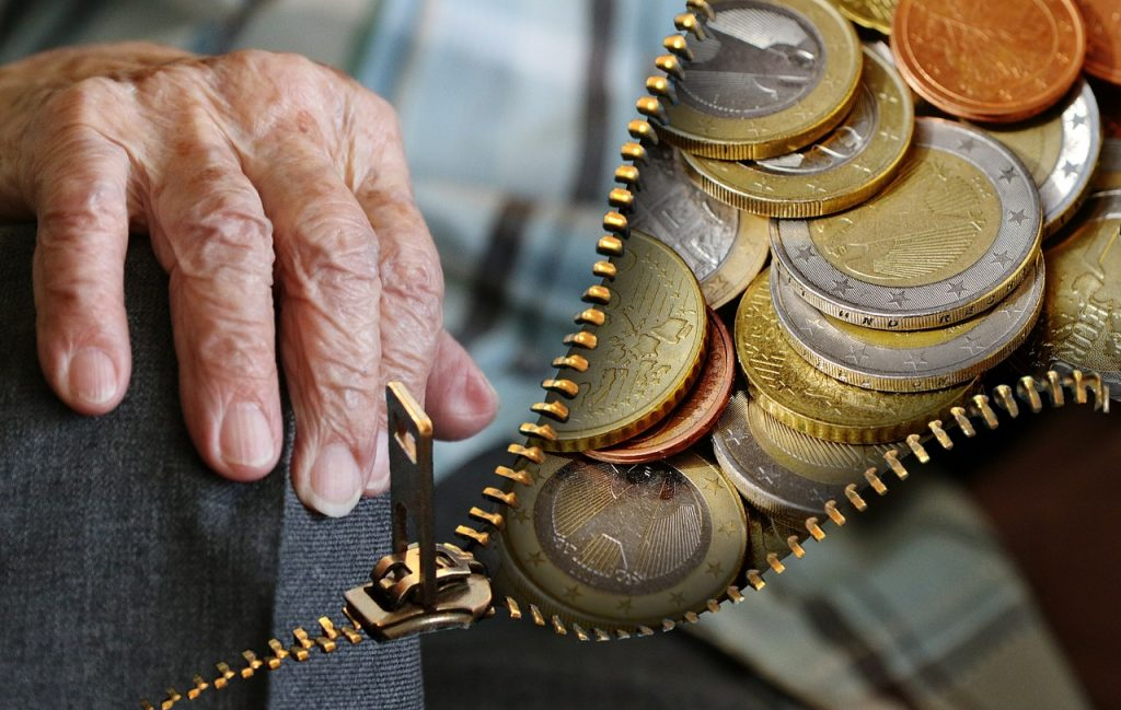 יד של זקן ומטבעות
